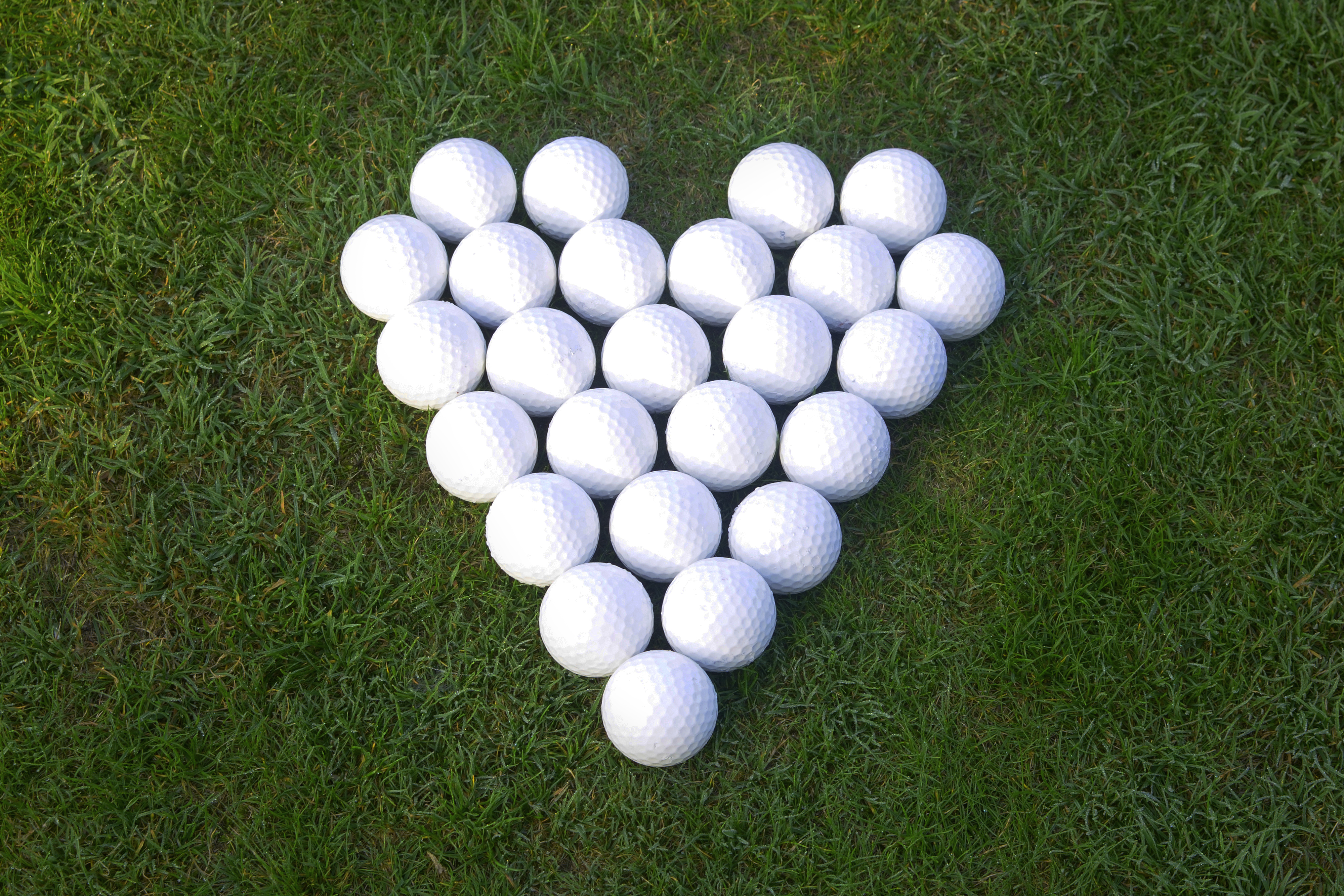Love golf - love heart made of golf balls